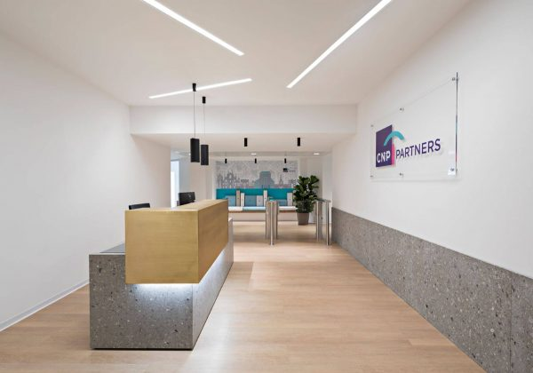 Wooden and glass partition walls with CNP Partner headquarters - Evolvinwall