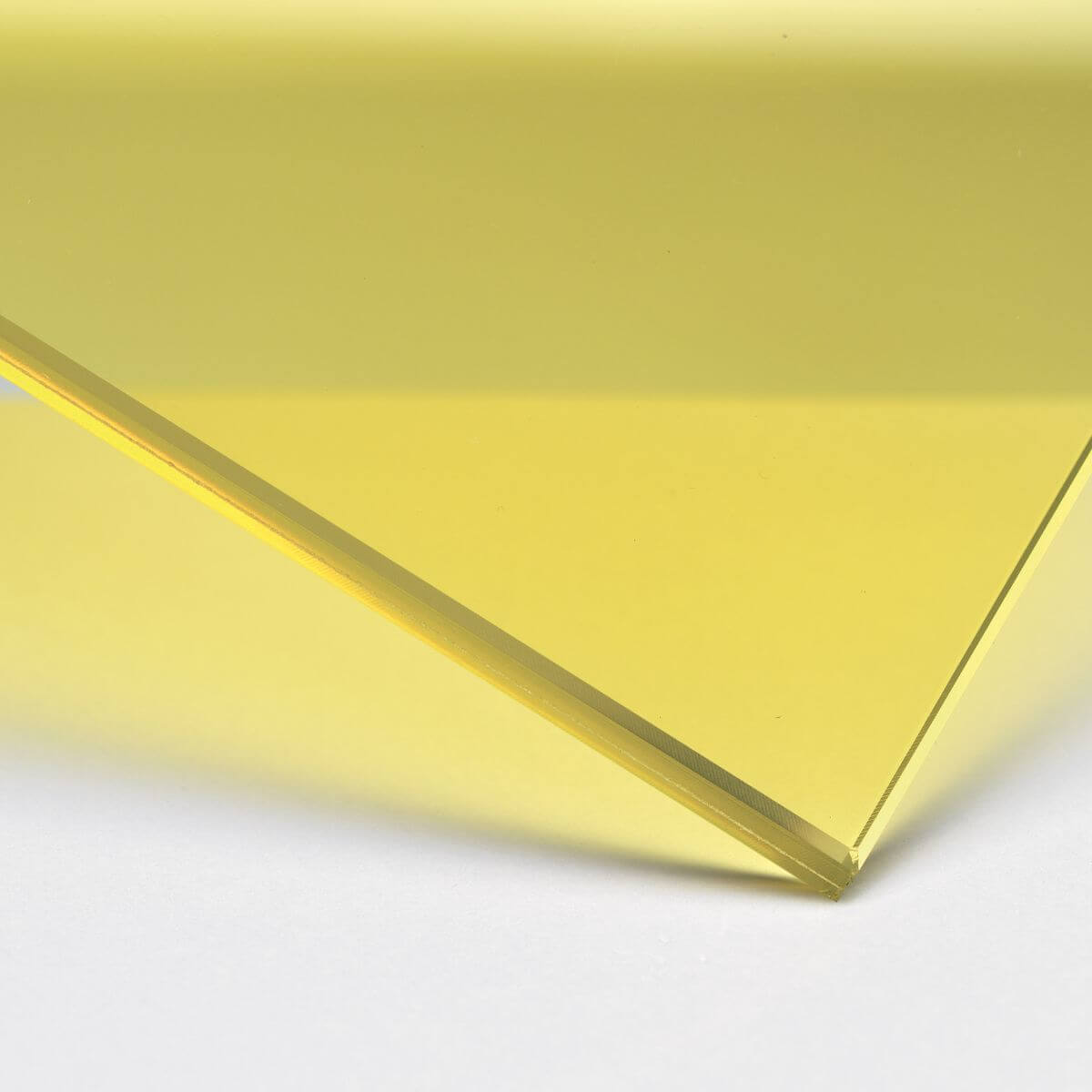 Finish: Glass with yellow transparent inner film
